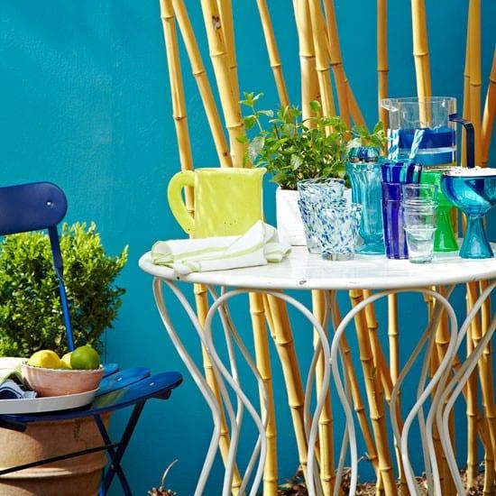 frische terrasse gestaltung in blaue farbrichtung