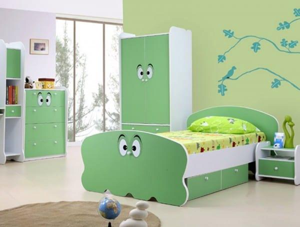 baum wandtattoo fürs kinderzimmer- grüne kindermöbel