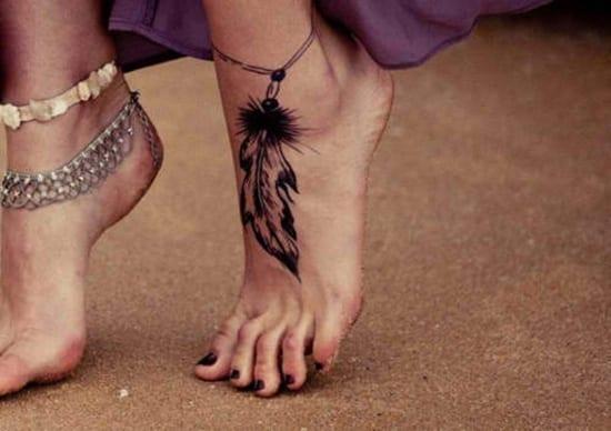 fußgelenk tattoo- feder tattoo motiv