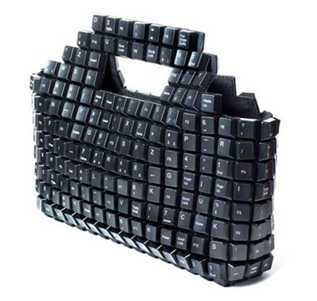 moderne tasche aus schwarzen Tastaturknöpfen