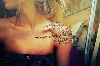 schriftyug tattoo auf dem schulter