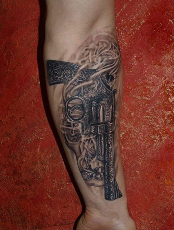 Unterarm tattoo pistole