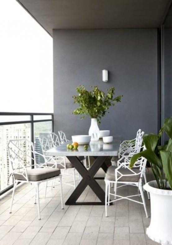 weiße Gartenmöbel- Balkon Gestaltungsidee