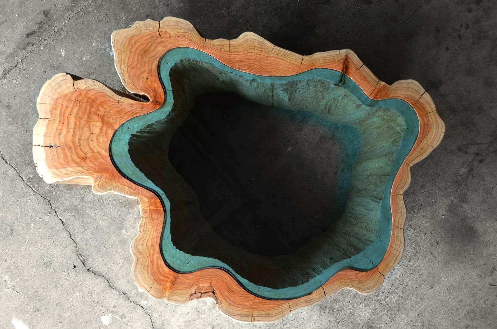 moderne Kaffetisch aus Baumstamm mit Glasplatte