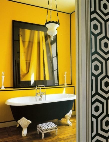 Farbgestaltung Wände - schwarze freistehende badewanne- wand deko idee mit schwrzrahmen-schwarz weiße wandgestaltung