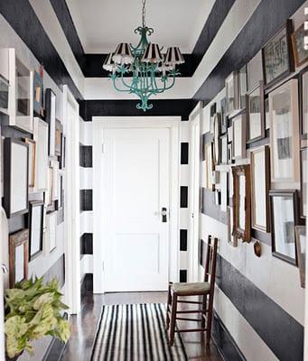 wand streichen idee- Wandgestaltung mit schwarz weißen streifen