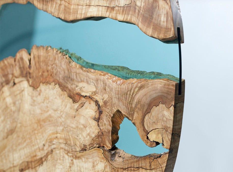 Kunstwerk aus Holz und Glas
