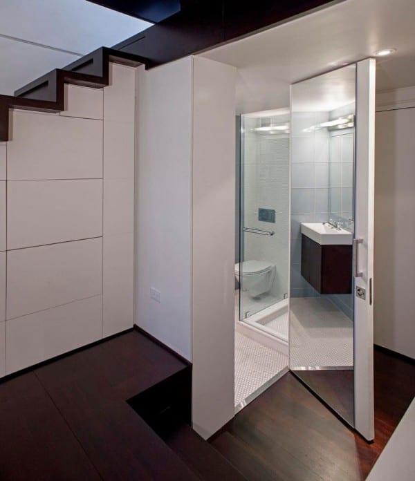 moderne Schlafzimmer einrichtung- Tür mit spiegel- Stauraum unter die Treppe