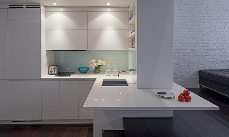 Loft Einrichten - weiße Einbauküche