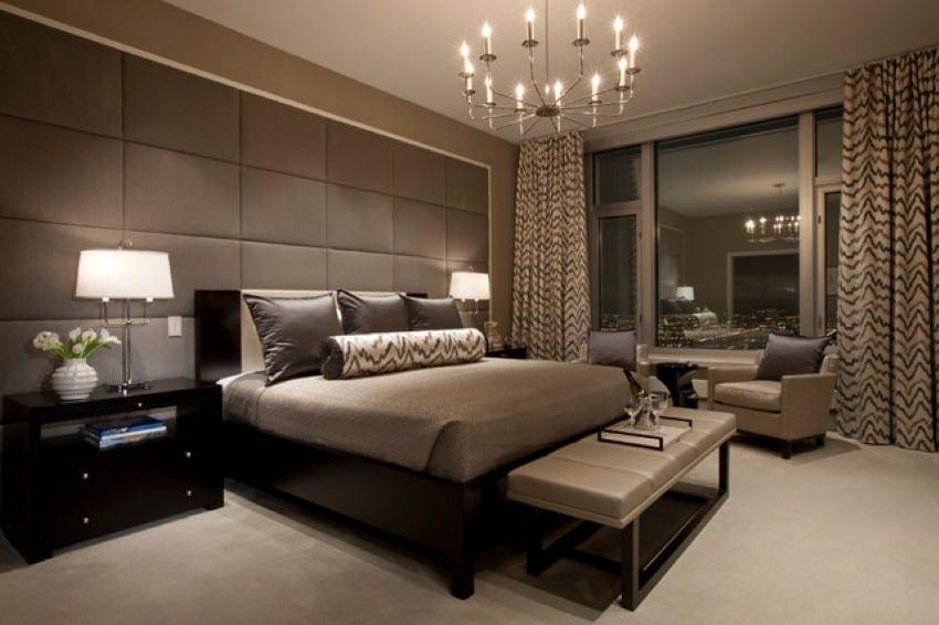 Luxus Schlafzimmer grau - Wandtextur- schwarzes bett mit schwarzem nachttisch- taupe sitzbank vor dem bett-gardinen beige und taupe