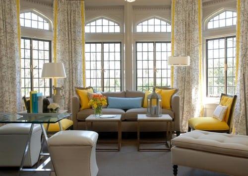Farbe Taupe- Wohnzimmer modern gestalten in gelb und taupe- gelber stuhl- seats and sofas