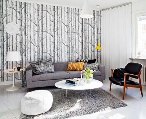 Tapete Grau Polstersofa Teppich Lederstuhl Aus Holz Weisse Pendelleuchte Wohnzimmer