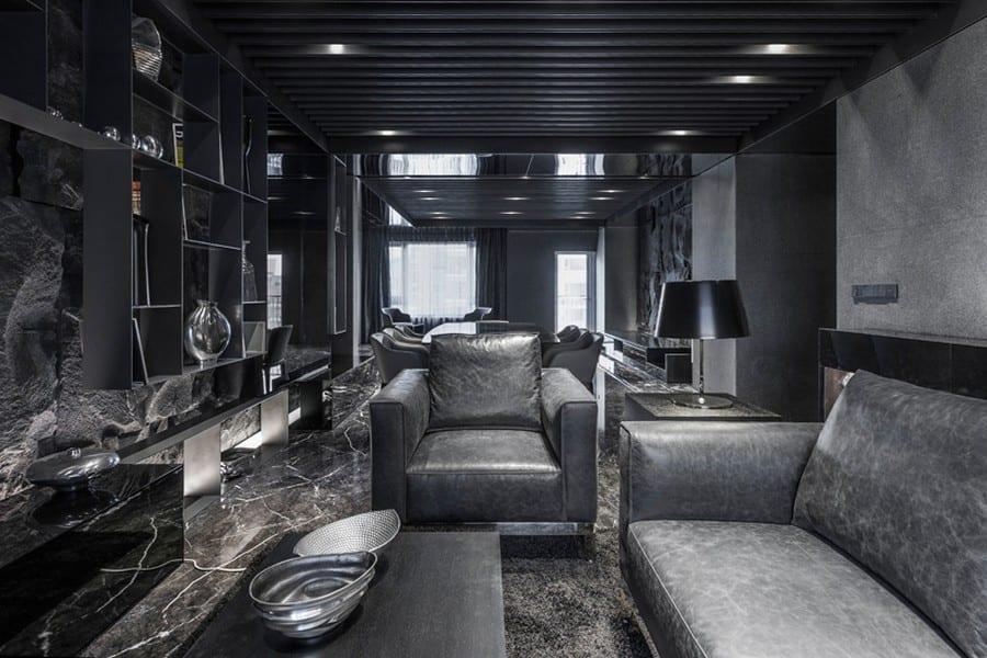 schwarze ledersofa mit sessel-moderner Wandregal schwarz-schwarze deckenverkleidung