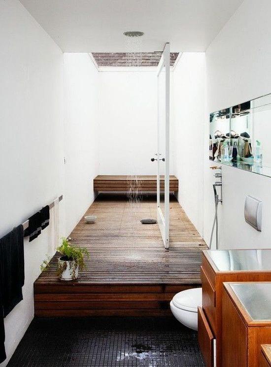 badezimmer gestalten mit holzboden und drehtür