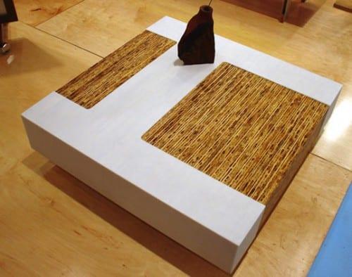 rechteckiger weißer couchtisch mit Bambusoberfläche