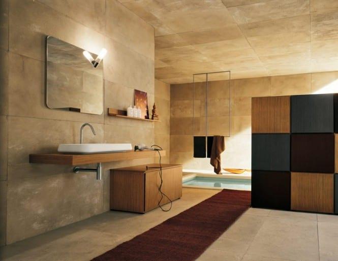 luxus badezimmer mit naturstein- holz waschtisch- Badezimmer teppich