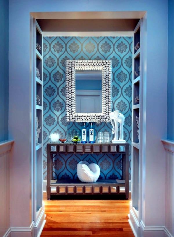 flur gestaltung in blau- tapete blau-wandspiegel deko- flurdeko idee