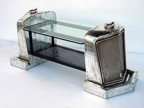 moderner schreibtisch aus autoteilen- recicling automöbel design