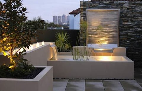 terrasse mit wasserbrunen