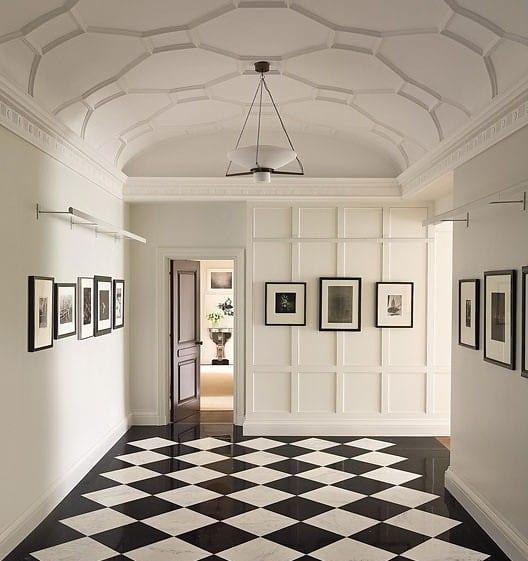 bodenfliesen in schwarz und weiß- weiße wände-wandgestaltung mit bildern