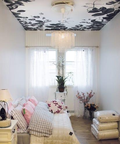 weiße schlafzimmer gestaltung mit weißen gardinen und weiér bettwäsche
