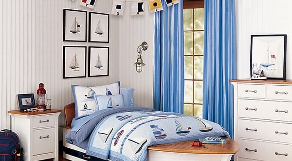 kinder maritimes schlafzimmer mit holzboden und wei en w nden freshouse. Black Bedroom Furniture Sets. Home Design Ideas