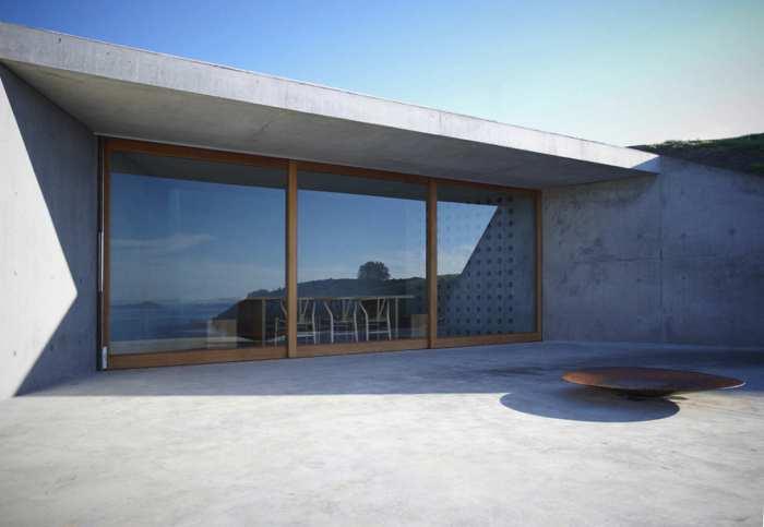 minimalistischer Gebäudeentwurf mit großformatigen Schiebetüren