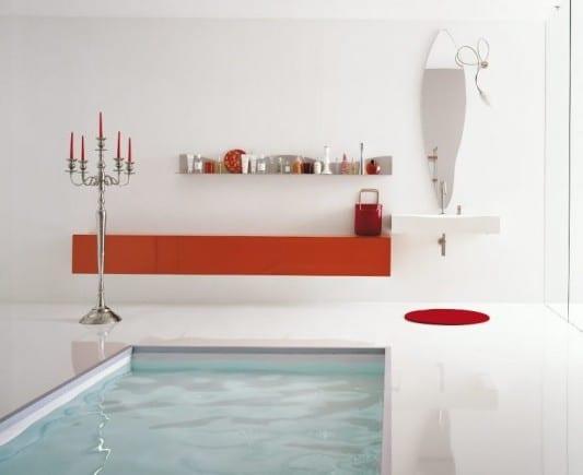 luxus badezimmer gestaltung mit pool und orangem wandschrank
