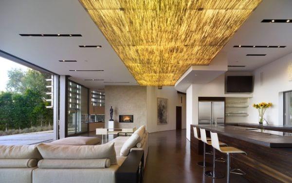 kreative lichtgestaltung im wohnzimmer- moderne offene Küche aus Dunkelholz