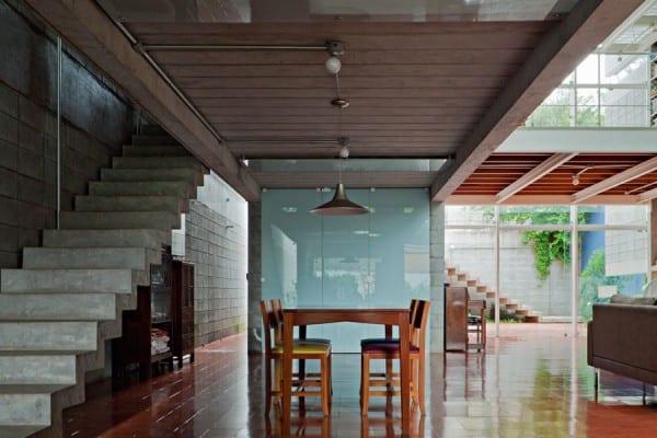 mezzanine-beton haus-offene küche-holzboden-betontreppe