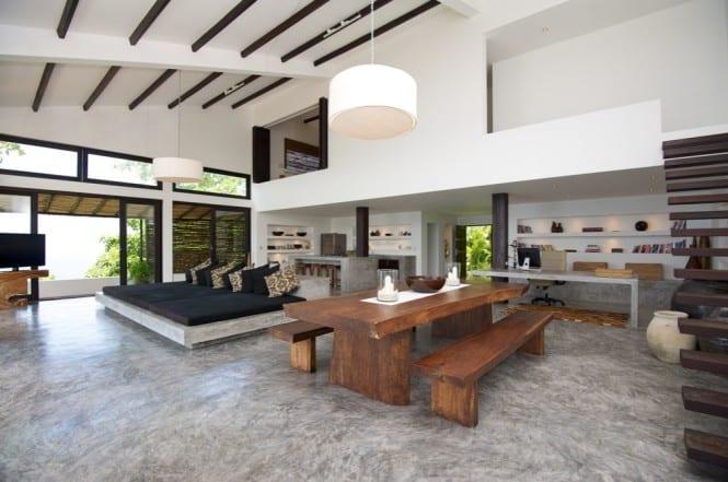 mezzanine design-holztreppe-marmor bodenbelag-wohnraum gestalten in weiß und schwarz