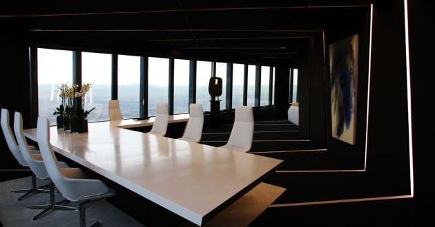 Schwarze raumgestaltung b rogeb ude interior von a cero for Moderne inneneinrichtung design