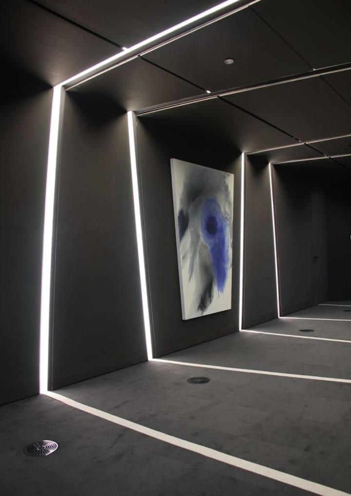Wand streichen ideen- deckenbeleuchtung-wandbeleuchtung- wandgestaltung in schwarz
