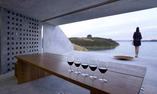 Moderner weinkeller  Wiroa Station - ein moderner Weinkeller mit Aufsichtsplattform ...