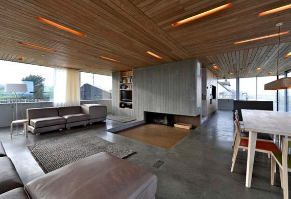 minimalistische Wohnzimmer gestaltung-Holzdecke mit eingebauten deckenleuchte-Betonboden-offene kamin