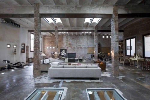 industriales loft-design mit verglasten Bodenöffnungen und beton rippendecke