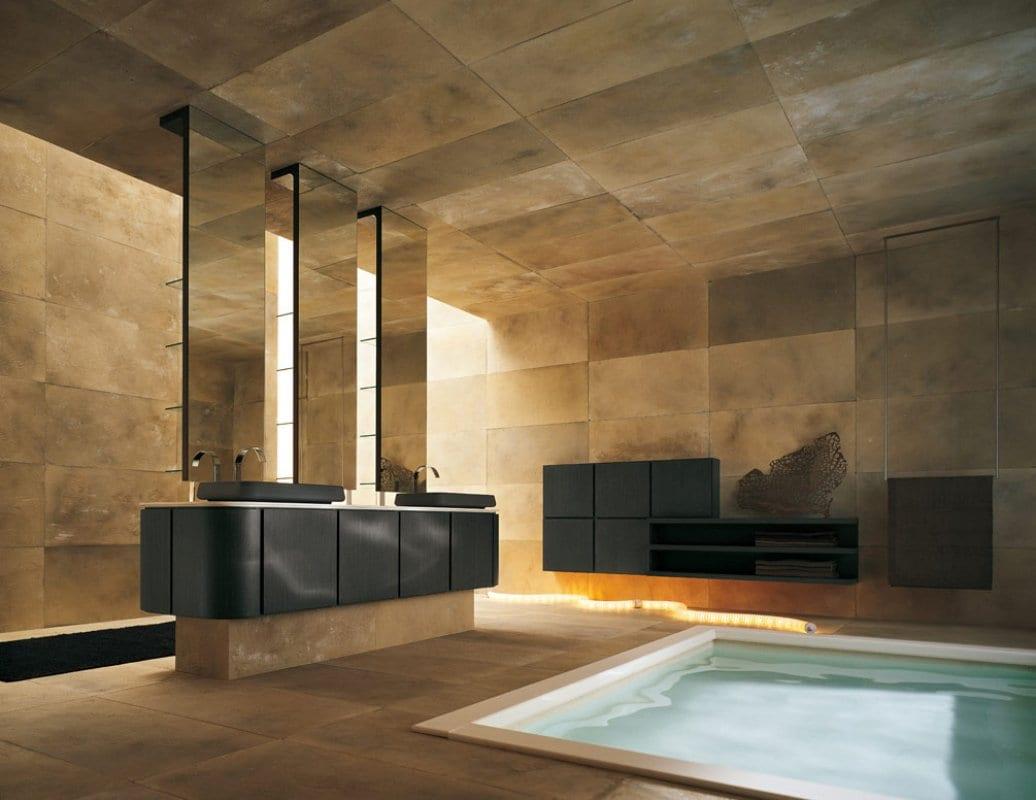 luxus badezimmer gestaltung- freistehender schwarzer Waschtisch mit drei Badezimmer Spiegeln- schwarze Badezimmermöbel