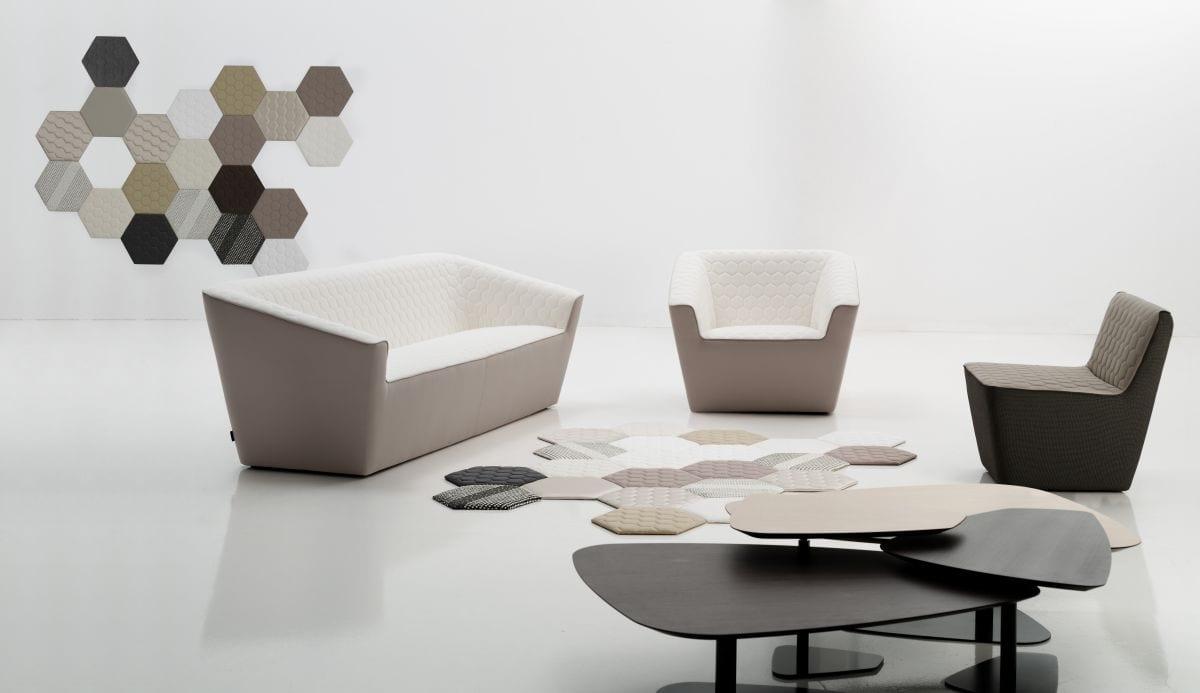 moderne sofas in doppelfarbe- kreative wandgestaltung-teppichfliesen