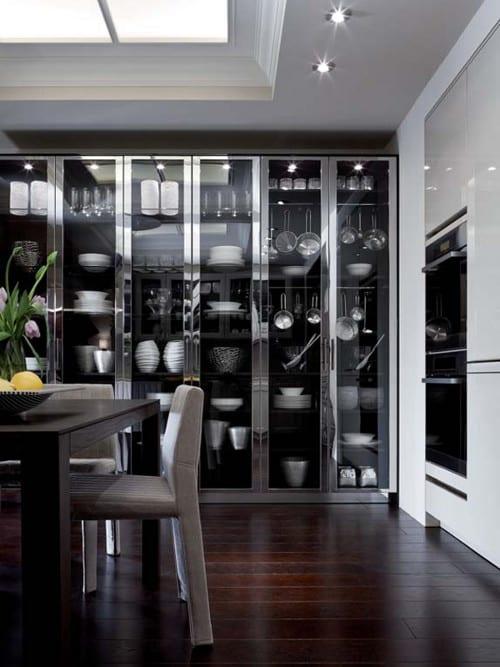 küchen aktuell- einbauküche mit vitrine-küchenschrank