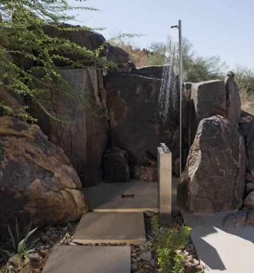 Außendusche Gestaltungsidee mit Natursteinen