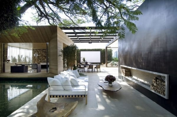 Luxus Haus mit Pool und Außenkamin- Holzbaukörper mit Panoramaöffnungen und überdachten Außenbereichen