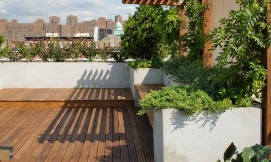 terrassengestaltung mit wasser teichbecken mit wasserpflanzen freshouse. Black Bedroom Furniture Sets. Home Design Ideas