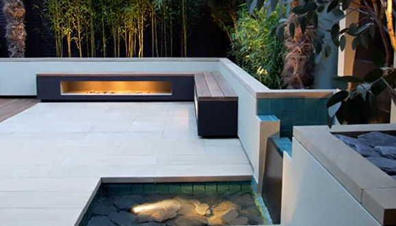 terrassengestaltung mit wasser und kamin freshouse. Black Bedroom Furniture Sets. Home Design Ideas