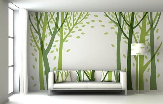 modernes Wohnzimmer gestalten mit weißem Sofa- weiße wand mit wandbild bäume