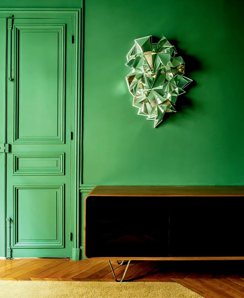 Wand Farbe Smaragdgrün- modene holzkommode