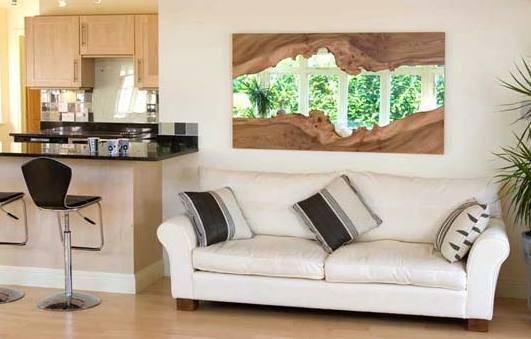 wohnzimmer mit parkett und Bartheke mit schwarzer Natursteinplatte- küche mit holzschränken-ledersofa weiß