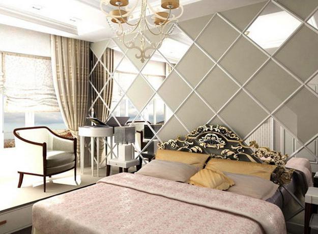 Schlafzimmer gestalten mit spiegelwand und taupe wandfarbe-sessel weiß-bettwäsche in taupe farbe