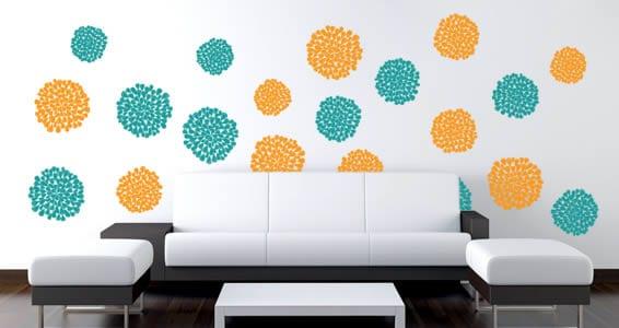 minimalistische einrichtungsidee- moderne Couch in schwarz und weiß