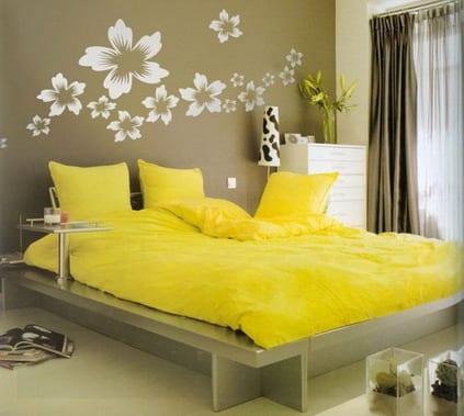 einrichten schlafzimmer- wand streichen idee- gelbe bettwasche
