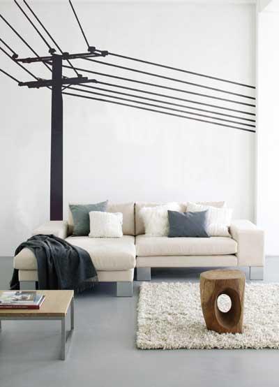 wohnzimmer einrichtungsidee mit weißem sofa und holztisch- wandekoration fürs wohnzimmer